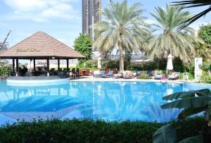 Zwembad met Poolbar in Sheraton Abu Dhabi