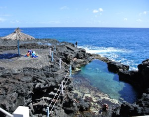 Zwemmen in het natuurzwembad Charco Azul