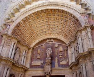 Schitterende ingang van de Kathedraal van Palma