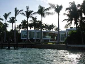 Een van de luxe villa's op Star Island