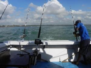 Vissen langs de prachtige kust van Mombasa