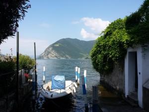 Prachtig zicht vanaf Sulzano, een bootje naast het huis