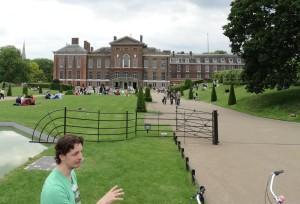 De gids en Kensington Palace
