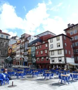 Gezellige terrasjes in de oude stad van Porto!