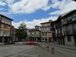 Schitterende Architectuur op een pleintje in Guimaraes