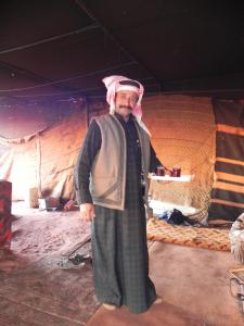 De vriendelijke Bedoeïenen brengen Thee rond