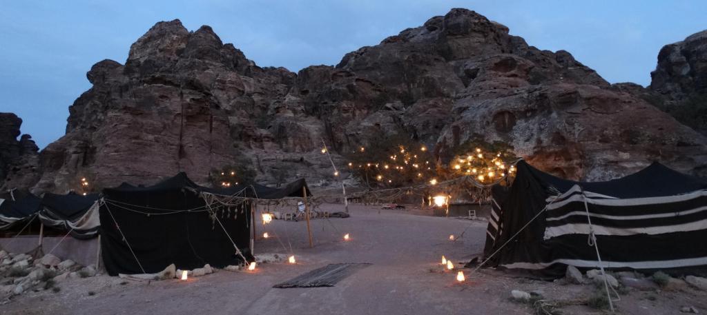 The Rock Camp-Petra in de avond, gezellig en uniek!