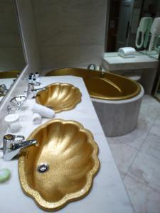 De keurige en mooie badkamers van Le Negresco