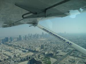 Zicht op de stad vanuit het vliegtuig.