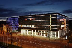 Het hotel in de avond!