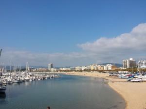 Palamos met de mooie haven en het prachtige strand.