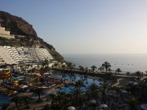 Zicht over Taurito en de Hotels vanaf de kamer