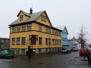 Typische IJslandse bouwkunst in het centrum van Reykjavik