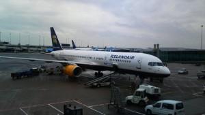 Toestel van Icelandair op Schiphol