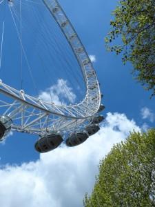 De London Eye van beneden gezien