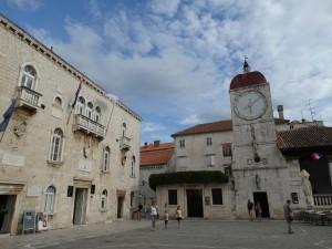 Prachtige gebouwen in het centrum van Trogir