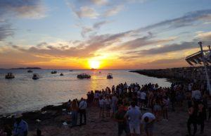Zonsondergang bij Cafe del Mar