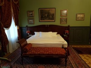 Gallery Hotel Suite