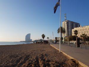 Langs het strand naar het W Hotel
